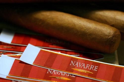 "Cigare ""Le Navarre"", seul cigare 100% Français."